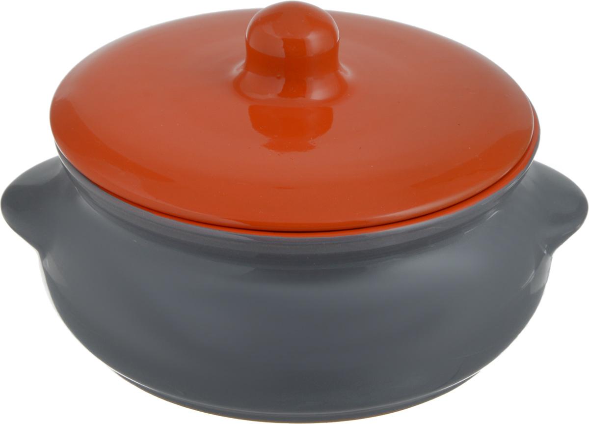 Горшок для запекания Борисовская керамика Радуга, с крышкой, цвет: серый, оранжевый, 700 млРАД00000380_серый, оранжевыйГоршок для запекания Борисовская керамика Радуга с крышкой выполнен из высококачественной керамики. Уникальные свойства красной глины и толстые стенки изделия обеспечивают эффект русской печи при приготовлении блюд. Блюда, приготовленные в керамическом горшке, получаются нежными и сочными. Вы сможете приготовить мясо, сделать томленые овощи и все это без капли масла. Это один из самых здоровых способов приготовления пищи. Можно использовать в духовке и микроволновой печи. Высота стенок: 7 см. Объем: 700 мл.