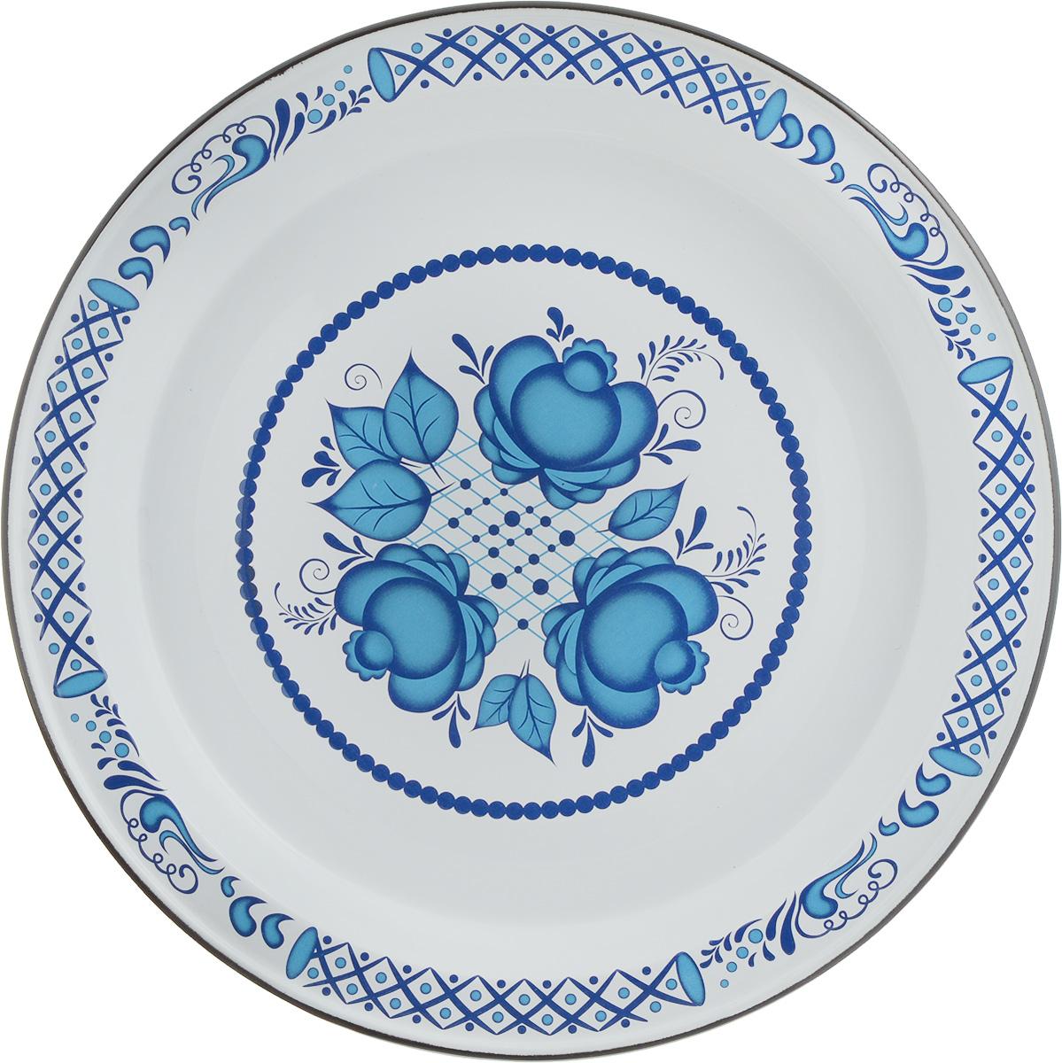 """Блюдо """"Эмаль"""" выполнено из стали с эмалевым покрытием. Такое покрытие защищает сталь от коррозии, придает посуде гладкую стекловидную поверхность и надежно защищает от кислот и щелочей. Изделие декорировано синим цветочным узором. Отлично подойдет для подачи ягод, фруктов и овощей. Яркое блюдо послужит не только удобной посудой, но и оригинальным элементом кухонного интерьера."""