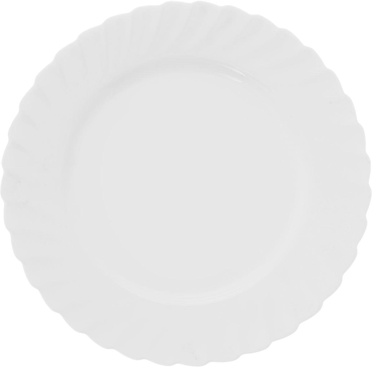 Тарелка обеденная Luminarc Trianon, диаметр 27 см68977Тарелка обеденная Luminarc Trianon круглой формы изготовлена из высококачественного стекла. Изделие имеет универсальный дизайн, поэтому легко впишется в любой интерьер. Простота форм и белоснежный цвет выгодно подчеркнут изысканность ваших блюд. Посуда Luminarc обладает не только высокими техническими характеристиками, но и красивым эстетичным дизайном. Такая тарелка предназначена для красивой сервировки вторых блюд, а также ее можно использовать как подстановочную под тарелку для супа. Высота тарелки: 2 см.Диаметр тарелки: 27 см.