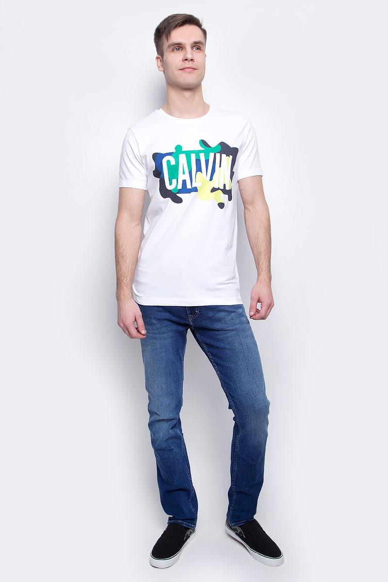 Фото Футболка мужская Calvin Klein Jeans, цвет: белый. J30J304583_1120. Размер XL (50/52)