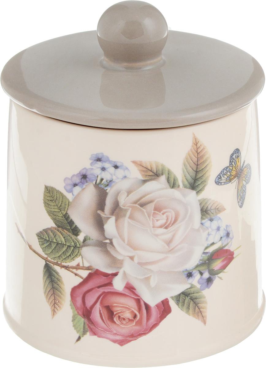 Банка для сыпучих продуктов Loraine Розы, 300 мл21702Банка для сыпучих продуктов Loraine Розы изготовлена из прочной доломитовой керамики высокого качества. Изделие оформлено изображением цветов. Гладкая и ровная глазурованная поверхность обеспечивает легкую очистку. Банка прекрасно подойдет для хранения различных сыпучих продуктов: специй, чая, кофе, сахара, круп и многого другого. Крышка плотно закрывается, дольше сохраняя свежесть продуктов. Можно использовать в микроволновой печи, холодильнике и посудомоечной машине. Высота (с крышкой): 12 см. Диаметр основания: 9 см.