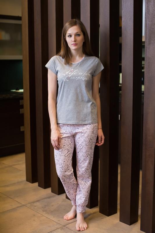 Комплект домашний женский Violett: футболка, брюки, цвет: серый, сиреневый. 17150309. Размер M (46) халат женский violett цвет розовый 7117110105 размер m 46