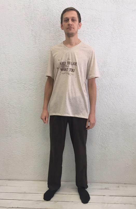 Комплект домашний мужской Basil: футболка, брюки, цвет: экрю, черный. 17230112. Размер XXL (52)17230112Домашний мужской комплект Basil состоит из футболки и брюк. Изделия выполнены из 100% хлопка. Футболка имеет короткие рукава и V-образный вырез горловины. Брюки свободного кроя имеют резинку на талии для комфортной посадки и два боковых кармана. Брюки выполнены в однотонном дизайне, футболка дополнена надписями.