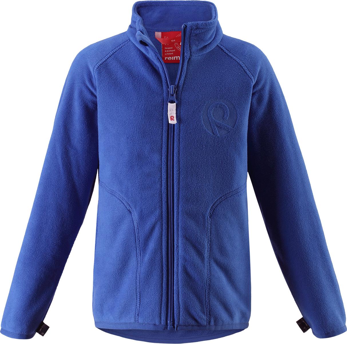 Толстовка флисовая детская Reima Inrun, цвет: синий. 5262506530. Размер 925262506530Детская флисовая толстовка Reima на прохладный день. Можно использовать как верхнюю одежду в сухую погоду весной и осенью или поддевать в качестве промежуточного слоя в холода. Обратите внимание на удобную систему кнопок Play Layers, с помощью которой легко присоединить кофту к одежде из серии Reima Play Layers и обеспечить ребенку дополнительное тепло и комфорт. Высококачественный флис - это теплый, легкий и быстросохнущий материал, он идеально подходит для активных прогулок. Удлиненная спинка обеспечивает дополнительную защиту для поясницы, а молния во всю длину с защитой для подбородка облегчает надевание.