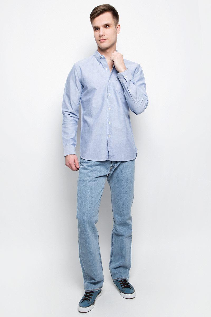 Рубашка мужская Levis®, цвет: голубой. 6582401810. Размер L (50)6582401810Мужская рубашка Levis® выполнена из натурального хлопка. Рубашка с длинными рукавами и отложным воротником застегивается на пуговицы спереди. Манжеты рукавов также застегиваются на пуговицы. На груди расположен накладной карман.
