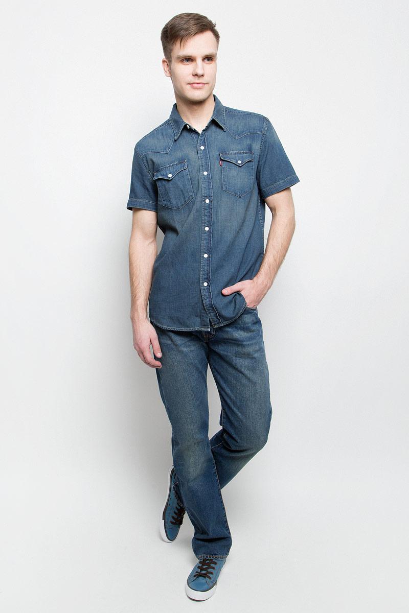 Джинсы мужские Levis®, цвет: синий. 0050113070. Размер 31-34 (48-34)0050113070Мужские джинсы Levis® 501 выполнены из высококачественного натурального хлопка. Классические джинсы прямого кроя и стандартной посадки застегиваются на пуговицу в поясе и ширинку на пуговицах, дополнены шлевками для ремня. Джинсы имеют классический пятикарманный крой: спереди модель дополнена двумя втачными карманами и одним маленьким накладным кармашком, а сзади - двумя накладными карманами. Модель украшена декоративными потертостями и перманентными складками.