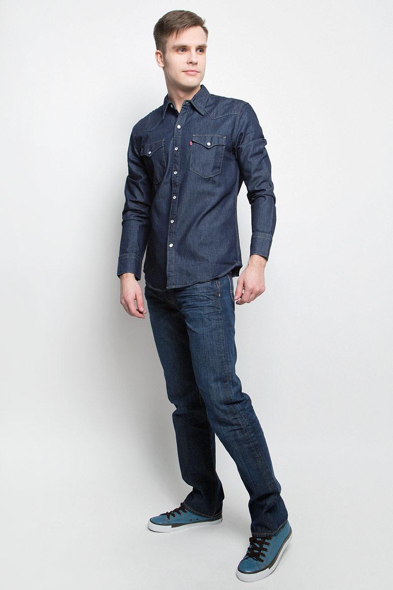 Рубашка мужская Levis®, цвет: темно-синий. 6581601150. Размер L (50)6581601150Мужская джинсовая рубашка Levis® выполнена из натурального хлопка. Рубашка с длинными рукавами и отложным воротником застегивается на кнопки спереди. Манжеты рукавов также застегиваются на кнопки. Рубашка украшена контрастной отстрочкой. На груди расположены два накладных кармана с клапанами на кнопках.