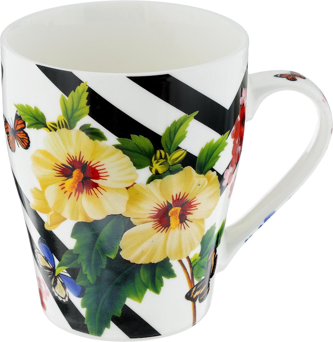 Кружка Loraine Цветы, 340 мл. 2445024450Кружка Loraine Цветы изготовлена из прочного качественного костяного фарфора. Изделие оформлено красочным рисунком. Благодаря своим термостатическим свойствам, изделие отлично сохраняет температуру содержимого - морозной зимой кружка будет согревать вас горячим чаем, а знойным летом, напротив, радовать прохладными напитками. Такой аксессуар создаст атмосферу тепла и уюта, настроит на позитивный лад и подарит хорошее настроение с самого утра. Это оригинальное изделие идеально подойдет в подарок близкому человеку. Диаметр (по верхнему краю): 8,3 см.Высота кружки: 10 см. Объем: 340 мл.