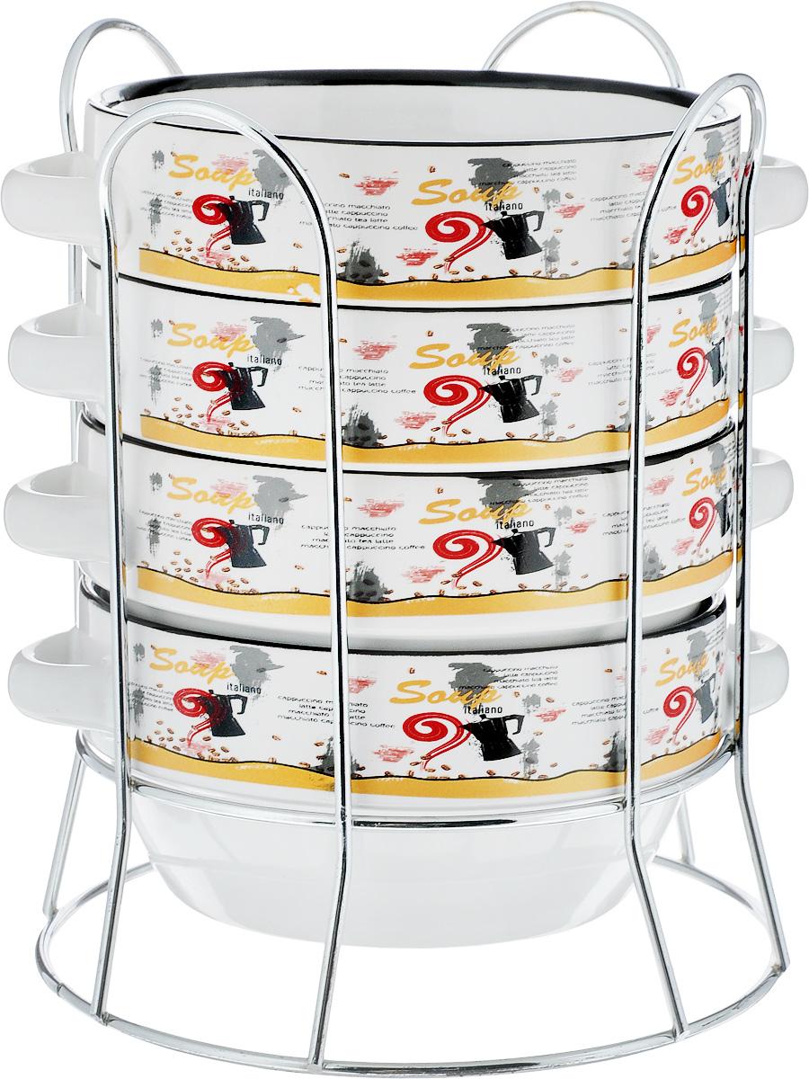Набор супниц Loraine, на подставке, 575 мл, 5 предметов. 2128621286Набор Loraine включает в себя четыре супницы, выполненные из высококачественной керамики. Набор прекрасно подходит для подачи супов, бульонов и других блюд. Элегантный дизайн с разнообразными надписями отлично впишется в интерьер любой кухни.Супницы компактно размещаются на подставке из хромированного металла с резными вставками по бокам.Посуду можно использовать в микроволновой печи и холодильнике, а также мыть в посудомоечной машине.Объем супниц: 575 мл.Диаметр супниц (по верхнему краю): 14 см.Диаметр дна супниц: 10 см.Высота супниц: 7 см.Размер подставки: 16,5 х 16,5 х 20,5 см.