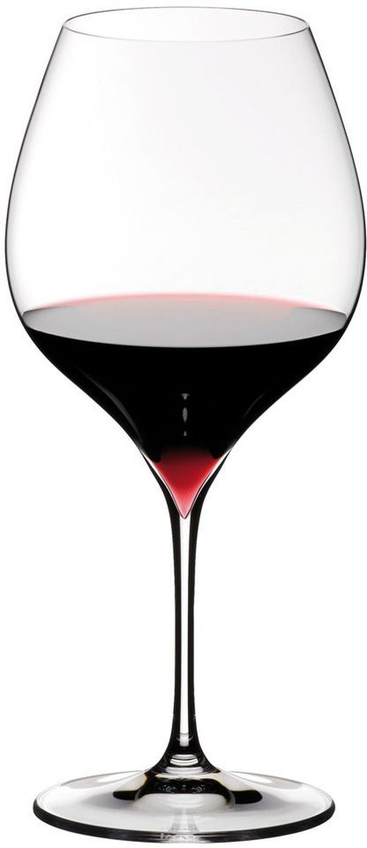 """Набор Riedel """"Grape. Pinot/ Nebbiollo"""" включает в себя  два хрустальных бокала для красного вина. Бокалы предназначены для красных  вин,  созданных из винограда сортов Неббиоло, Пино Нуар, Пино Блан, Пино Гри.  Молодое вино в таком бокале подарит всю свою свежесть, а выдержанное -  в полной мере позволит ощутить свой характерный вкус.  В производстве используются самые последние технологии машинной выдувки и  бесшовной вытяжки ножки. Дно бокала как будто бы углублено в ножку, что  придает дополнительные оттенки цветовой палитре вина.  Высота бокала: 23,5 см."""