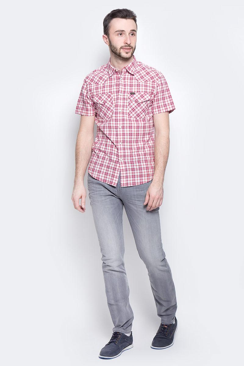 Рубашка мужская Lee Western Shirt, цвет: белый, красный. L640IDSK. Размер L (50)L640IDSKМужская рубашка Lee Western Shirt изготовлена из натурального хлопка. Модель с короткими рукавами имеет на груди два накладных кармана под клапанами на кнопках. Рубашка застегивается на кнопки и верхнюю пуговицу. Низ модели слегка закруглен.