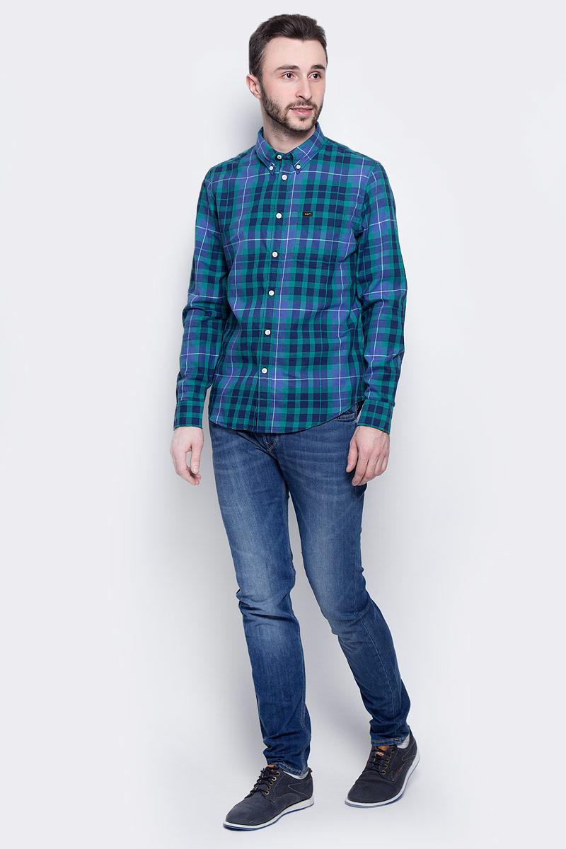 Рубашка мужская Lee Button Down, цвет: синий, зеленый. L880JPPS. Размер M (48)L880JPPSМужская рубашка Lee Button Down изготовлена из натурального хлопка. Модель с длинными рукавами имеет на груди один накладной карман. Рубашка застегивается на пуговицы. Воротничок и манжеты рукавов оснащены застежками-пуговицами. Низ модели слегка закруглен.