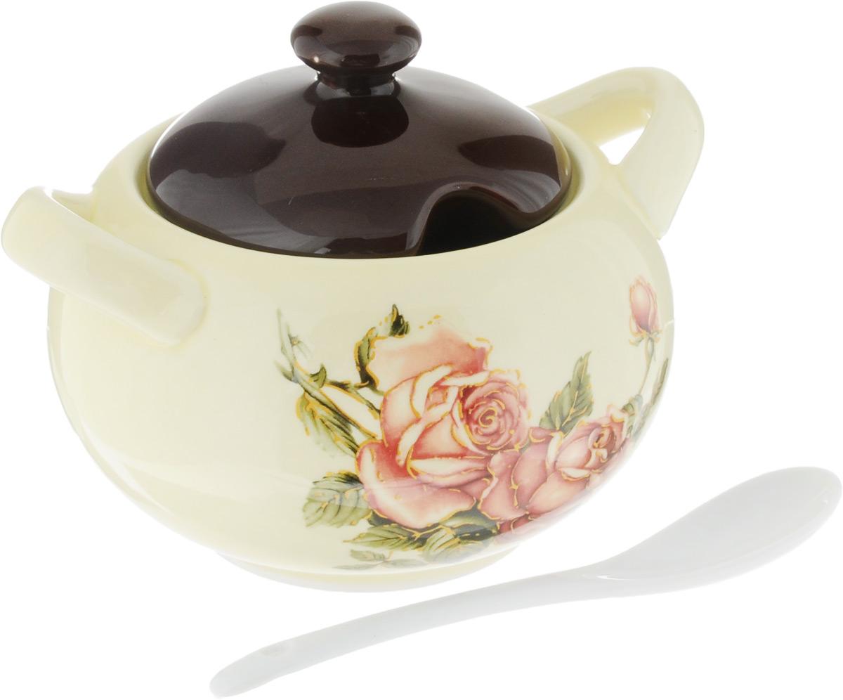 Сахарница Loraine Розы, с ложкой, 375 мл21676Сахарница Loraine изготовлена из доломита и украшенаярким цветочным рисунком. В крышке предусмотрено отверстие для ложки (входит в комплект). Такая сахарница придется по вкусу и ценителям классики, и тем, кто предпочитает утонченность. Оригинальное изделие украсит ваш стол и подчеркнет прекрасныйвкус хозяина, а также станет отличным подарком.Диаметр сахарницы (по верхнему краю): 8 см.Высота сахарницы (без учета крышки): 7 см. Длина ложки: 12,5 см.