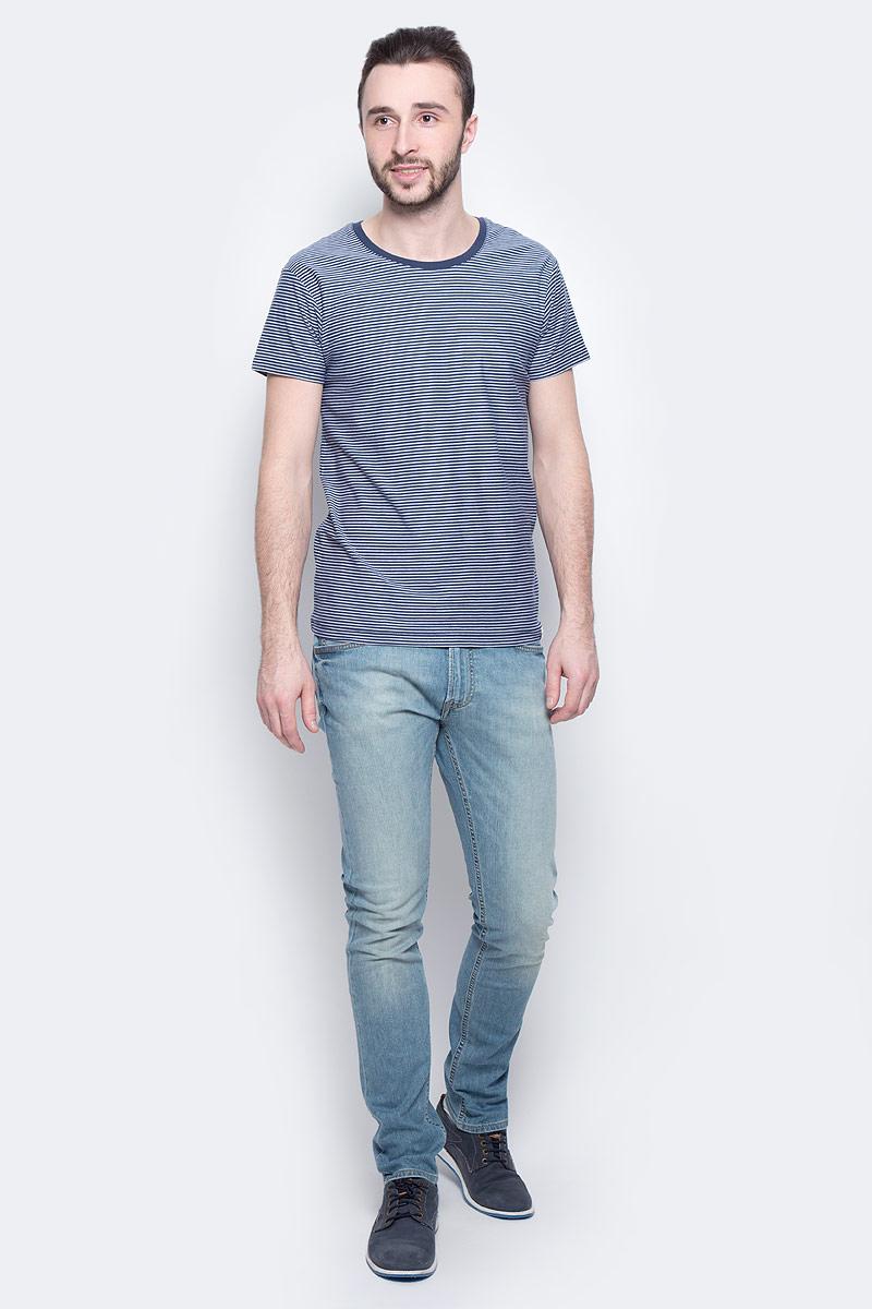 Футболка мужская Lee Stripe, цвет: синий, белый. L60IOJPS. Размер M (48)L60IOJPSМужская футболка Lee Stripe изготовлена из натурального хлопка. Модель выполнена с круглой горловиной и короткими рукавами оформлена принтом в тонкую полоску.