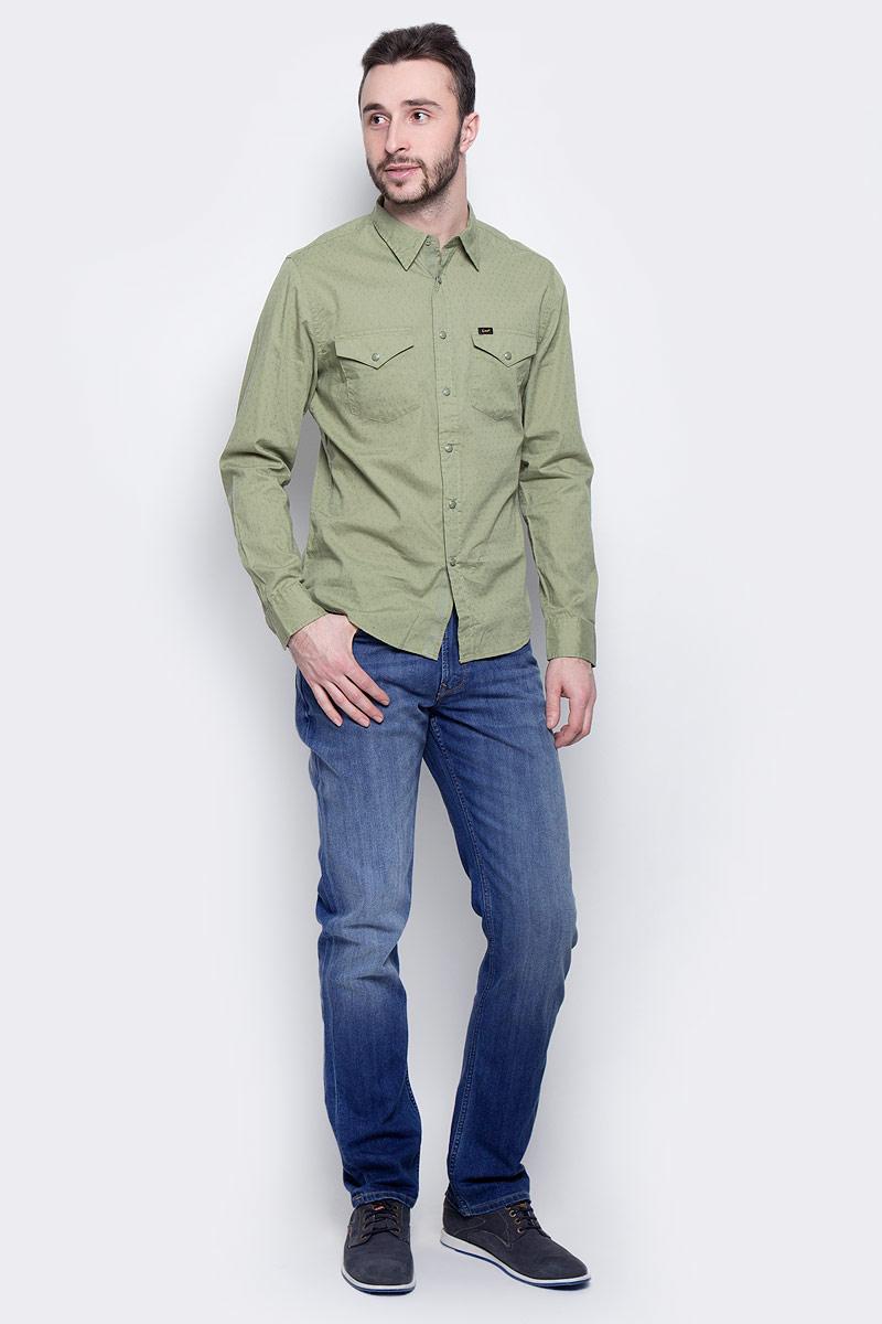 Джинсы мужские Lee Brooklyn Straight, цвет: синий. L452ACDK. Размер 32-34 (48-34)L452ACDKМужские джинсы Lee Brooklyn Straight выполнены из высококачественного хлопка с добавлением эластомультиэстера. Прямые джинсы стандартной посадки застегиваются на пуговицу в поясе и ширинку на застежке-молнии, дополнены шлевками для ремня. Джинсы имеют классический пятикарманный крой: спереди модель дополнена двумя втачными карманами и одним маленьким накладным кармашком, а сзади - двумя накладными карманами. Джинсы украшены декоративными потертостями и перманентными складками.