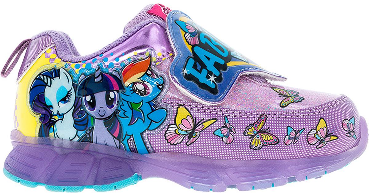 Кроссовки для девочки Kakadu My Little Pony, цвет: сиреневый. 6739C. Размер 246739CСтильные кроссовки My Little Pony от Kakadu - отличный выбор для вашей малышки на каждый день. Верх модели выполнен из синтетической кожи. Кроссовки оформлены принтом с изображением персонажей мультсериала My Little Pony. Широкий ремешок на застежке-липучке обеспечивает надежную фиксацию обуви на ноге. Подкладка из хлопкового материала создает комфорт при носке. Съемная стелька удобна в эксплуатации и позволяет быстро просушивать обувь. Подошва выполнена из резины. Светодиодная подсветка подошвы приведет в восторг юную модницу. Рифление на подошве обеспечивает отличное сцепление с любой поверхностью.Модные и комфортные кроссовки - необходимая вещь в гардеробе каждого ребенка.