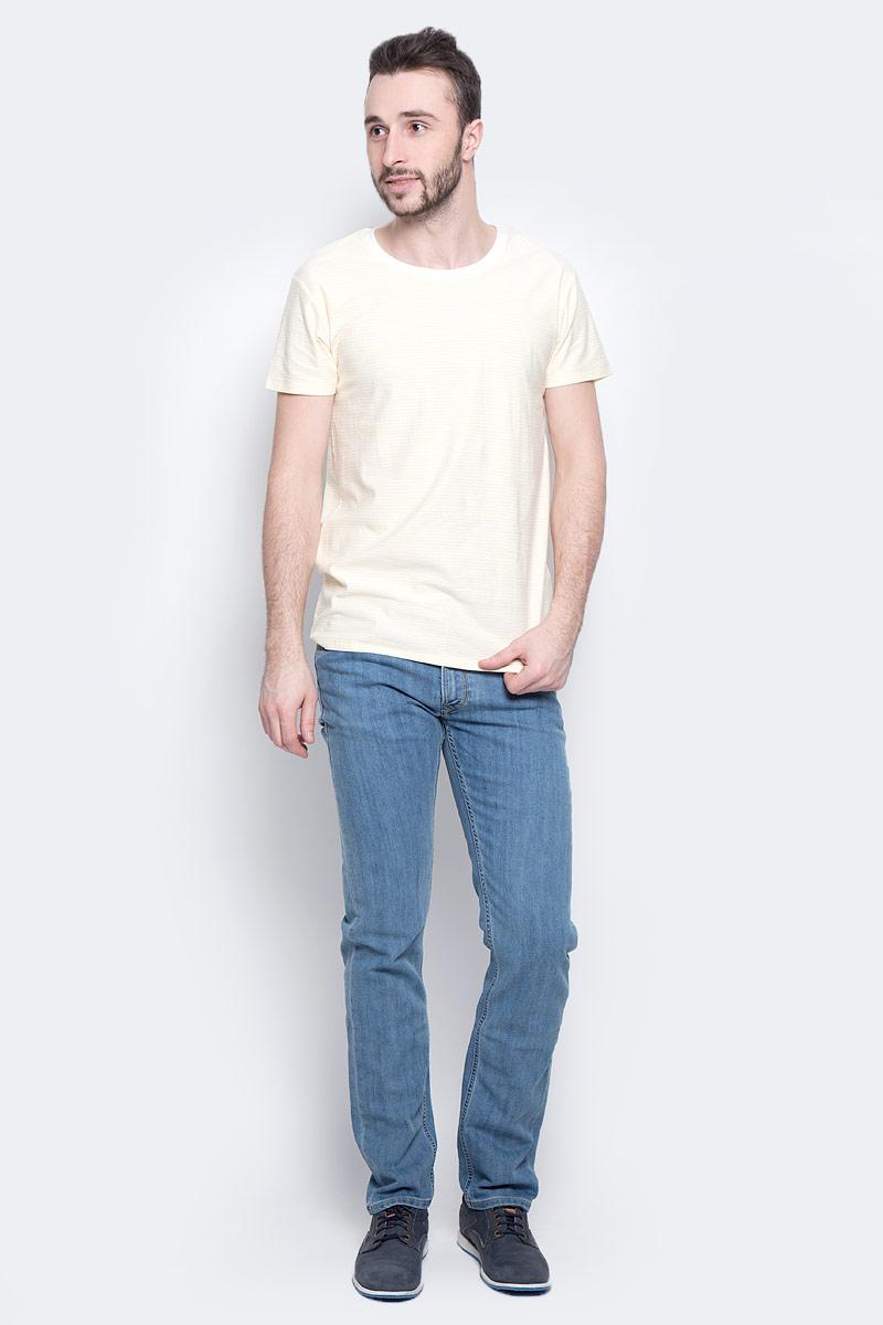Футболка мужская Lee Stripe, цвет: белый, желтый. L60IOJAY. Размер M (48)L60IOJAYСтильная мужская футболка Lee Stripe изготовлена из натурального хлопка. Модель с круглым вырезом горловины и короткими рукавами оформлена принтом в полоску. Вырез горловины дополнен трикотажной эластичной бейкой.
