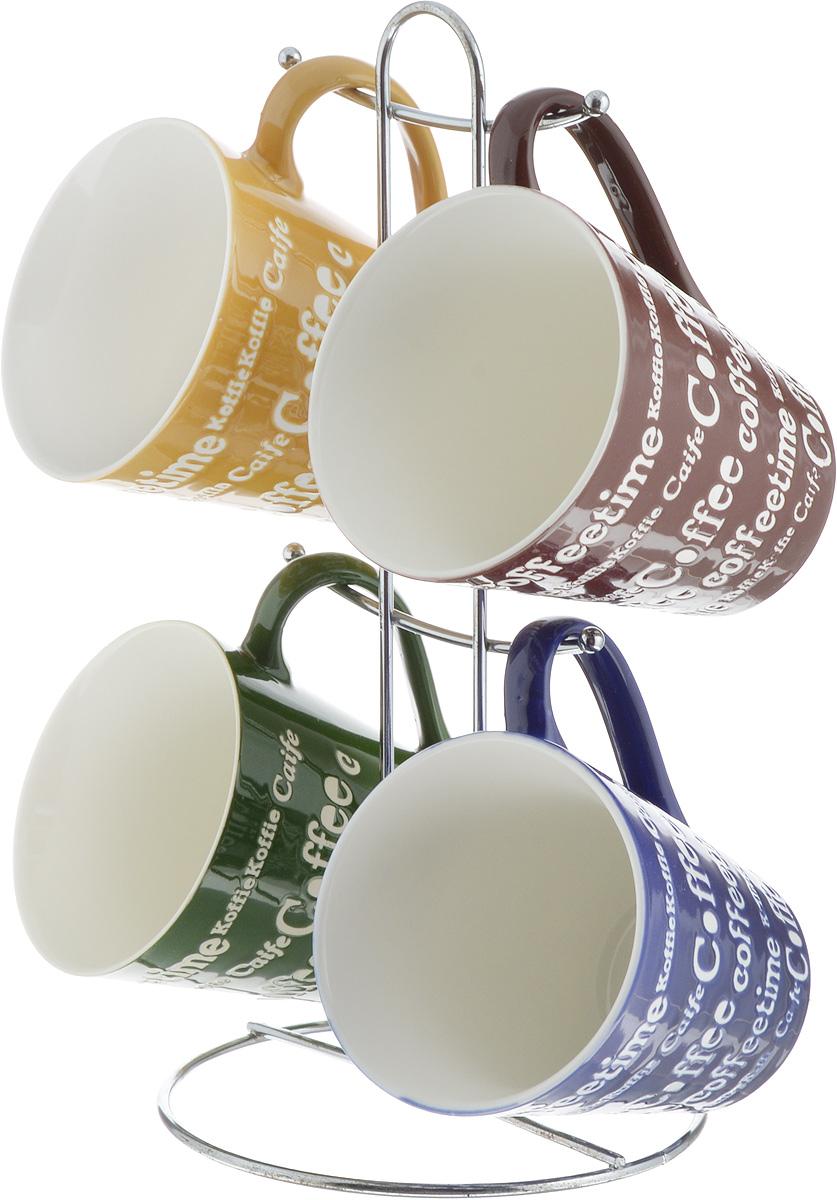 """Набор """"Loraine"""", состоящий из 4 кружек, выполнен из высококачественной керамики и оформлен надписями. Такой набор впишется в любой интерьер, а также станет отличным подарком на любой праздник. Можно мыть в посудомоечной машине и использовать с микроволновой печи. Диаметр кружки (по верхнему краю): 8,5 см. Высота кружки: 10 см. Размер подставки: 13 х 13 х 27 см."""