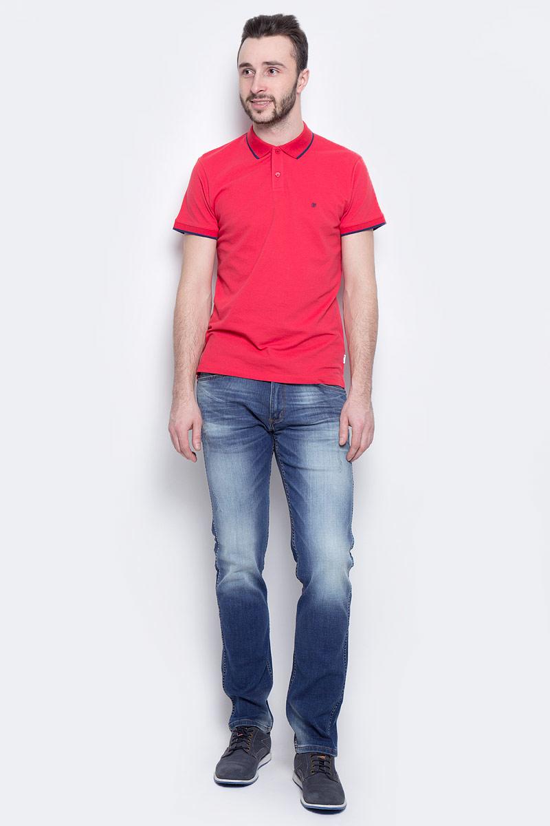 Джинсы мужские Wrangler Greensboro, цвет: синий. W15QNJ87P. Размер 33-34 (48/50-34)W15QNJ87PМужские джинсы Wrangler Greensboro выполнены из высококачественного эластичного хлопка. Прямые джинсы стандартной посадки застегиваются на пуговицу в поясе и ширинку на застежке-молнии, дополнены шлевками для ремня. Джинсы имеют классический пятикарманный крой: спереди модель дополнена двумя втачными карманами и одним маленьким накладным кармашком, а сзади - двумя накладными карманами. Джинсы украшены декоративными потертостями и перманентными складками.