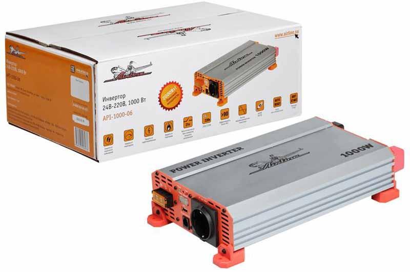 Инвертор автомобильный Airline, 24В-220В, 1000 Вт. API-1000-06API-1000-06Преобразователь напряжения Airline с USB-портом используется для трансформации постоянного напряжения гнезда прикуривателя 24В в переменное напряжение 220В для возможности подсоединения разнообразных электроприборов, таких как ноутбук, коммуникатор, мини-телевизор и других устройств.Помимо стандартной розетки напряжением 220В, конструкция модели предусматривает USB-разъем для подключения различных электронных устройств. Может быть использована на коммерческом и грузовом транспорте с бортовой сетью 24В. Ударопрочный корпус гарантирует высокую защиту прибора.Это делает автомобиль более комфортным, особенно в случае внепланового отключения электроэнергии дома, на даче или на отдыхе за городом.Ударопрочный корпус гарантирует высокую защиту прибора.Преимущества:- Алюминиевый корпус;- Автоматическое восстановление после срабатывания защиты;- Мягкий старт;- Наличие всех необходимых защит;- Встроенный предохранитель.Входное напряжение - 24В/50А.Выходное напряжение - 220В/50Гц/4.5А.Мощность (длительная) - 1000 Вт.Мощность в пике - 2000 Вт.Потребление тока без нагрузки - Эффективность - 90%.Нижний порог входного напряжения - 20 Вольт.Верхний порог входного напряжения - 30 Вольт.Выход USB - 5В/1А.Срок гарантии: 1 год