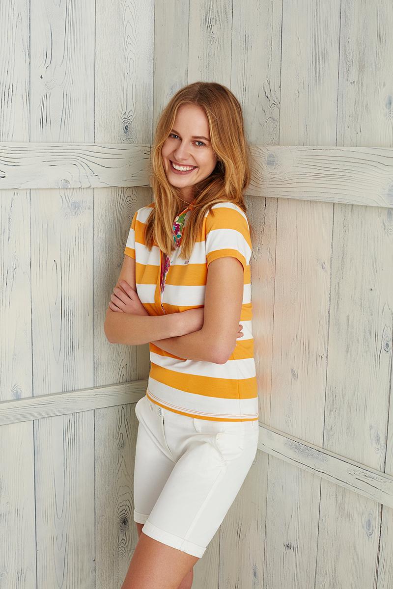 Поло женское U.S. Polo Assn., цвет: желтый, белый. G082SZ0110MARLO. Размер S (44)G082SZ0110MARLOСтильная футболка-поло с короткими рукавами и отложным воротником выполнена из натурального эластичного хлопка. На груди модель застегивается на пуговицы.