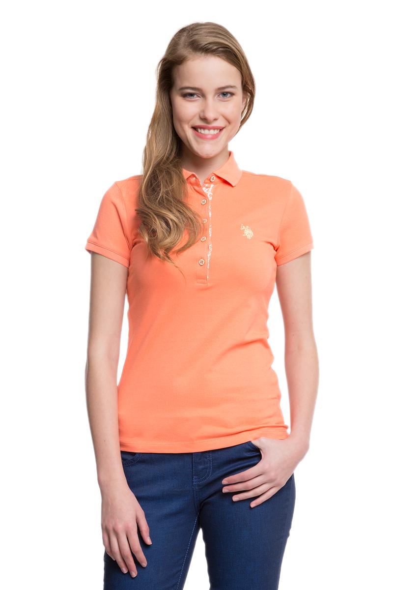 Поло женское U.S. Polo Assn., цвет: оранжевый. G082SZ0110RP01IY05-011. Размер M (46)G082SZ0110RP01IY05-011Стильная футболка-поло с короткими рукавами и отложным воротником выполнена из натурального эластичного хлопка. На груди модель застегивается на пуговицы.