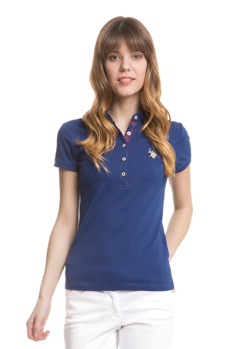 Поло женское U.S. Polo Assn., цвет: синий. G082SZ0110RP01IY05-011. Размер L (48)G082SZ0110RP01IY05-011Стильная футболка-поло с короткими рукавами и отложным воротником выполнена из натурального эластичного хлопка. На груди модель застегивается на пуговицы.