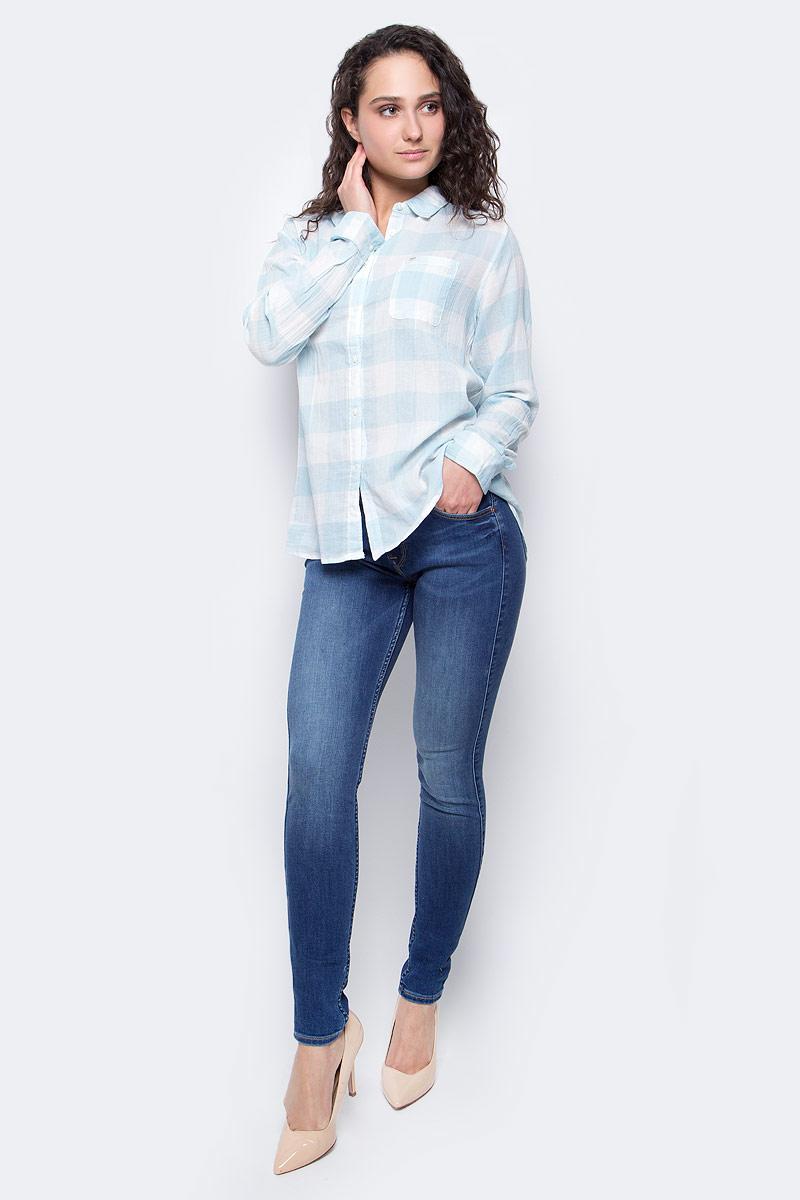 Рубашка женская Lee, цвет: белый, голубой. L47ISISA. Размер L (46)L47ISISAЖенская рубашка Lee выполнена из натурального хлопка. Рубашка с длинными рукавами и отложным воротником застегивается на пуговицы спереди. Манжеты рукавов также застегиваются на пуговицы. Рубашка оформлена принтом в клетку. На груди расположен накладной карман.