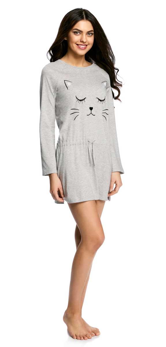 Платье домашнее oodji Ultra, цвет: светло-серый, черный. 59801013-1/46824/2029P. Размер M (46-170)59801013-1/46824/2029PДомашнее платье прямого кроя oodji Ultra выполнено из качественного хлопкового материала и оформлено оригинальным принтом. Модель с длинными рукавами и круглым вырезом горловины дополнена шнурком-кулиской на талии.