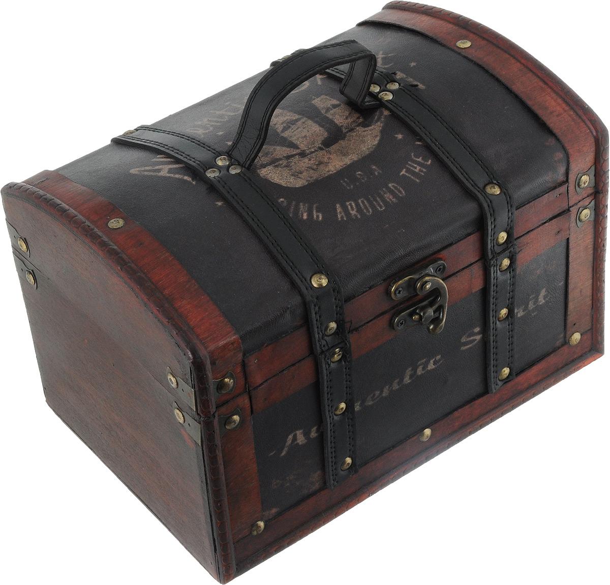 Шкатулка декоративная Bestex, 27,5 х 18,5 х 18,5 см7716740Декоративная шкатулка Bestex, выполненная из МДФ в виде старинного сундука, идеально подойдет для хранения бижутерии, принадлежностей для шитья, различных мелочей и безделушек. Изделие обтянуто искусственной кожей с принтом, дополнено металлическими элементами и кожаными вставками. Шкатулка закрывается на металлический курковый замок. Для переноски предусмотрена ручка. Такая шкатулка станет отличным подарком человеку, ценящему необычные и стильные аксессуары.