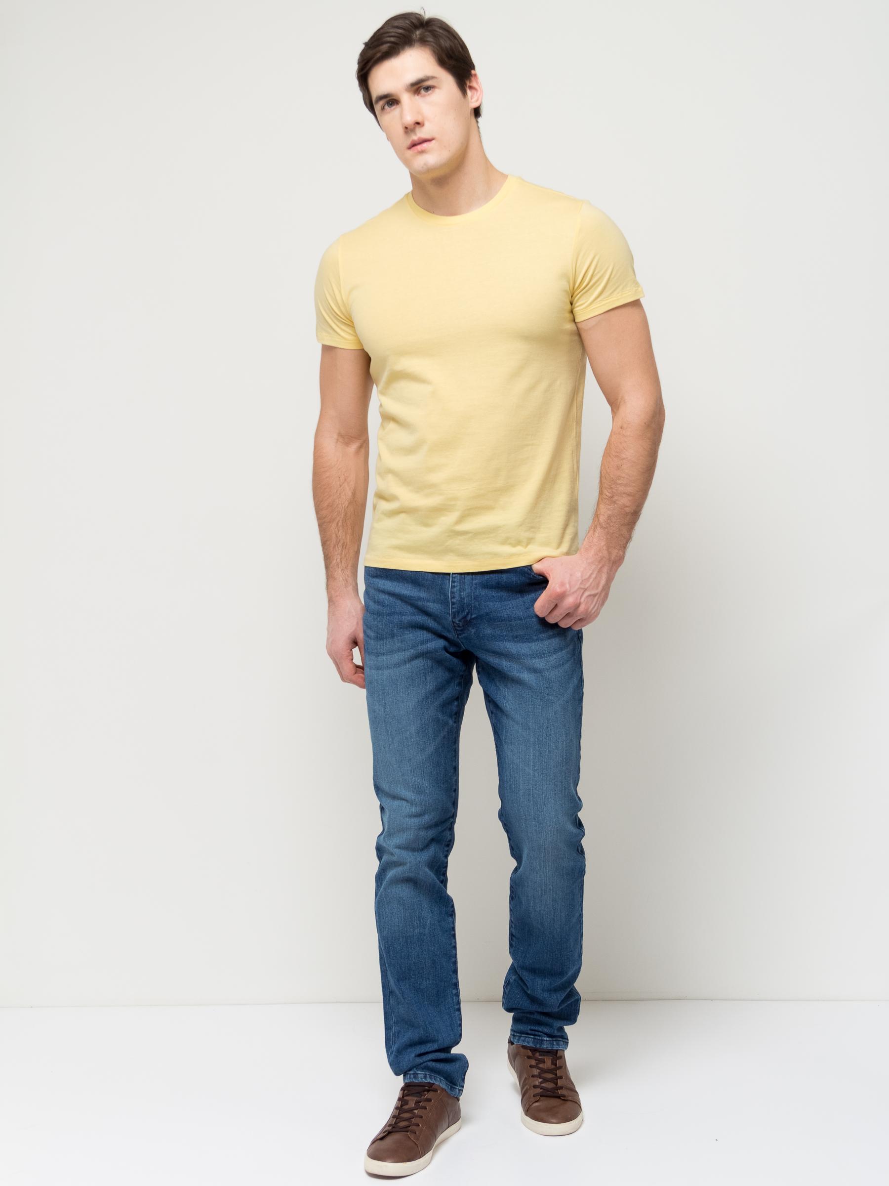 Джинсы мужские Sela, цвет: синий джинс. PJ-235/1073-7152. Размер 28-32 (44-32)PJ-235/1073-7152Стильные мужские джинсы Sela, изготовленные из качественного эластичного хлопка с потертостями, станут отличным дополнением гардероба. Джинсы зауженного кроя и стандартной посадки на талии застегиваются на застежку-молнию и пуговицу. На поясе имеются шлевки для ремня. Модель представляет собой классическую пятикарманку: два втачных и накладной карманы спереди и два накладных кармана сзади.