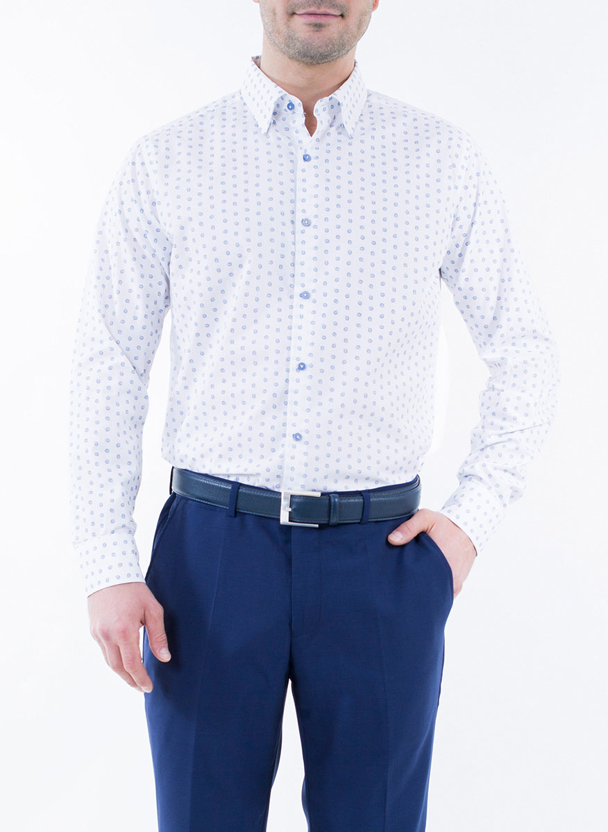 Рубашка мужская Alfred Muller, цвет: белый, синий. 1-171-04-1343. Размер 38 (44/46)1-171-04-1343Мужская рубашка Alfred Muller выполнена из 100% хлопка. Имеет отложной воротничок и длинные рукава. Застегивается на пластиковые пуговицы спереди и на манжетах. Изнутри подшиты две запасные пуговицы. Рубашка оформлена принтом с пейсли.
