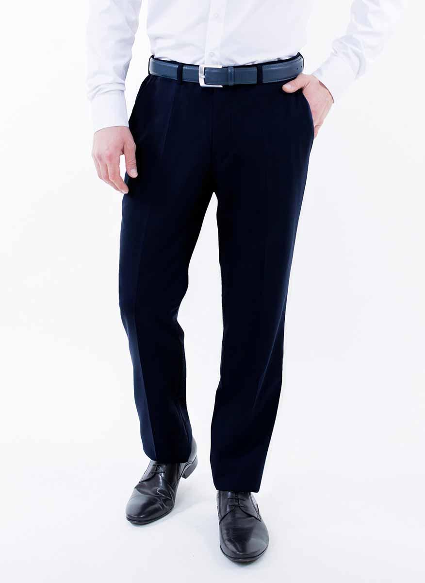 Брюки мужские Greg Horman, цвет: темно-синий. 2-171-20-4102. Размер 38-32 (54/56-32)2-171-20-4102Мужские брюки Greg Horman выполнены из натурального хлопка. Брюки застегиваются на пуговицу в поясе и имеют ширинку на застежке-молнии. На брюках предусмотрены шлевки для ремня. Спереди модель дополнена двумя втачными карманами, а сзади - имитацией прорезных карманов на пуговицах. Оформлено изделие стрелками.Комфортные стильные брюки пригодятся фактически для любых случаев жизни.