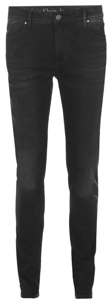 Джинсы мужские Calvin Klein Jeans, цвет: черный. J30J304308_9014. Размер 34 (52/54)J30J304308_9014Мужские джинсы Calvin Klein Jeans выполнены из высококачественного эластичного хлопка с добавлением эластомультиэстера. Джинсы-слим стандартной посадки застегиваются на пуговицу в поясе и ширинку на застежке-молнии, дополнены шлевками для ремня. Джинсы имеют классический пятикарманный крой: спереди модель дополнена двумя втачными карманами и одним маленьким накладным кармашком, а сзади - двумя накладными карманами. Модель украшена перманентными складками.