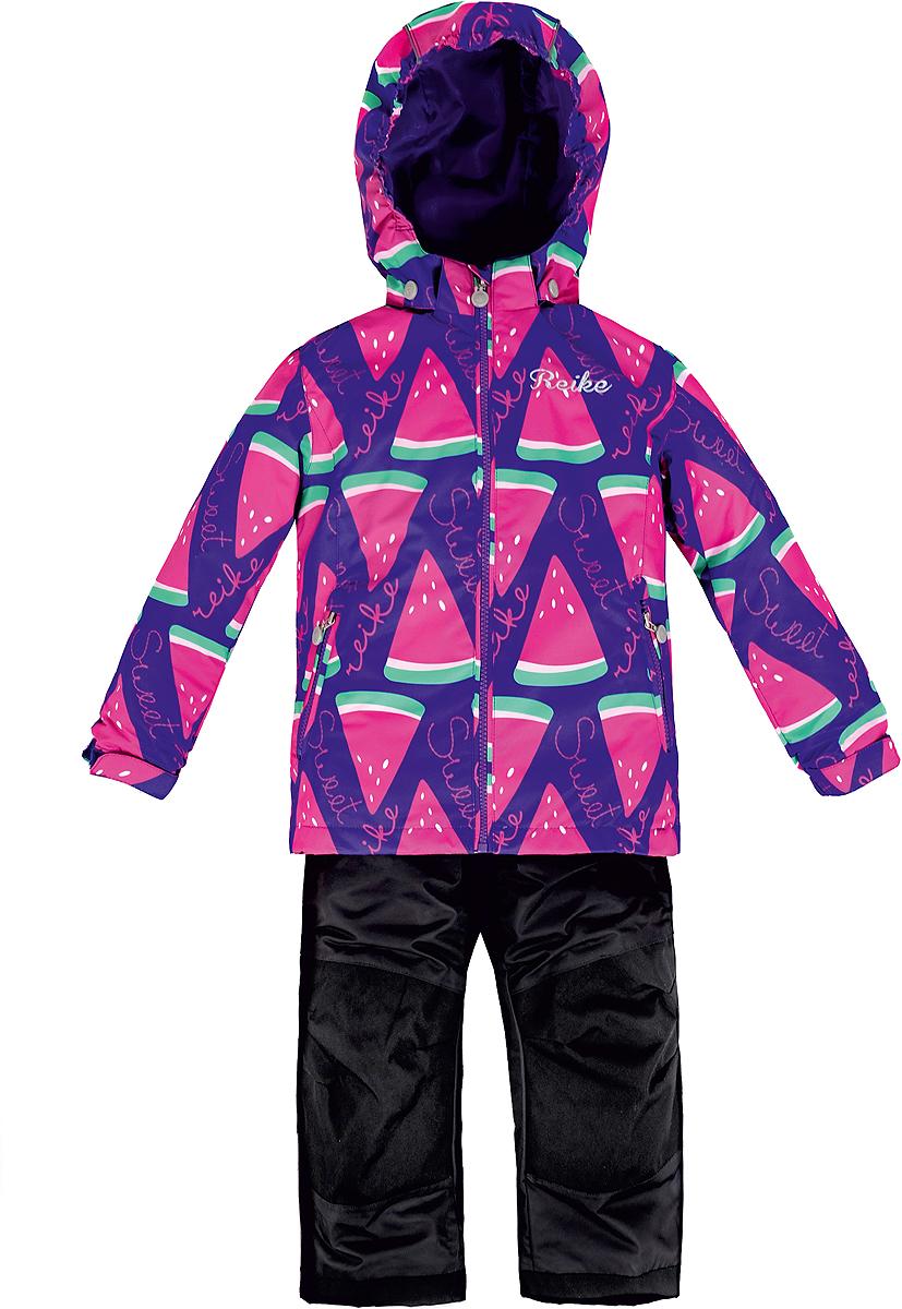 Комплект верхней одежды для девочки Reike Арбуз: куртка, полукомбинезон, цвет: фиолетовый. 36937335. Размер 128, 8 лет36 937 335_Watermelon purpleКомплект для девочки Reike Арбуз, состоящий из куртки и полукомбинезона, выполнен из ветрозащитного, водонепроницаемого, дышащего и износостойкого материала, декорированного ярким принтом с дольками арбуза. Все швы комплекта проклеены, чтобы вода или влага не попали внутрь.Микрофлис на внутренней стороне куртки обеспечит дополнительное тепло и комфорт. Куртка дополнена съемным регулирующимся капюшоном с полосками светоотражателя, двумя карманами на молнии и утяжкой по низу. Внутренняя ветрозащитная планка со светоотражающей полоской вдоль молнии не допускает проникновения холодного воздуха. Манжеты рукавов на резинке дополнительно регулируются липучками. На груди куртка украшена серебристой вышивкой. Полукомбинезон имеет завышенную талию и регулируемые подтяжки, что гарантирует удобную посадку по фигуре. Колени, задняя поверхность бедер и низ брюк дополнительно усилены сверхпрочным материалом. Полукомбинезон оснащен светоотражателями, двумя боковыми карманами на молнии и регулятором длины.Особенности комплекта: - технологический уровень;- коэффициент воздухопроницаемости: 3000гр/м2/24 ч;- водоотталкивающее покрытие: 5000 мм;- износостойкость: 50 000 (тест Мартиндейла).