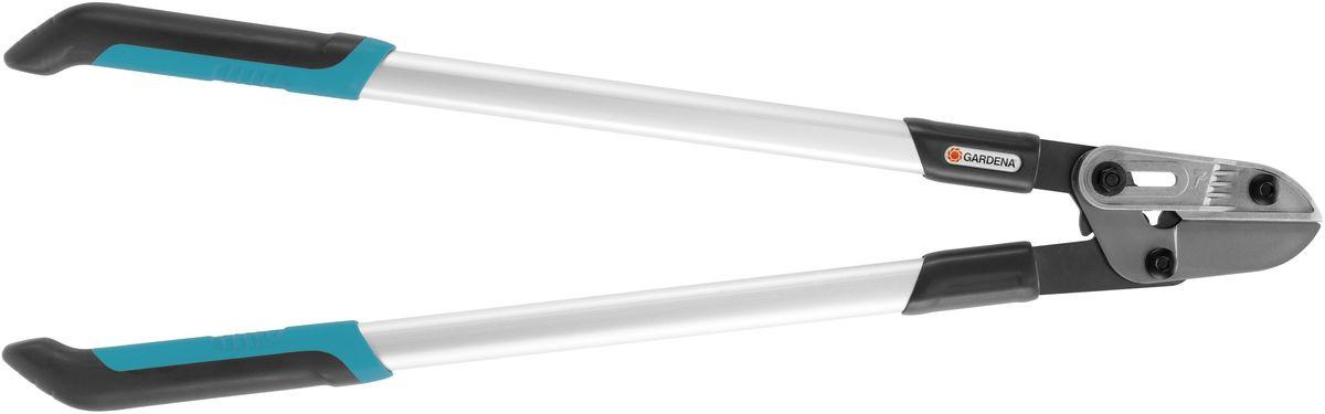 Сучкорез Gardena Comfort 760 A, длина 76 см08777-20.000.00Сучкорез Gardena Comfort 760 A оснащен наковаленкой и рычажной передачей. Сучкорез снаковаленкой идеально подходит для плавной и удобной обрезки жестких сухих веток диаметромдо 42 мм. По сравнению с простой рычажной передачи, требуемая сила может быть уменьшена на40%. Алюминиевые каплевидные ручки гарантируют высокую стабильность при небольшом весе икак следствие - легкость и точность работы. Сучкорез серии Comfort изготовлен из новейшихматериалов и имеет закаленные лезвия прецизионной заточки с покрытием от налипания,которые обеспечивают простоту обрезки и при этом без труда очищаются. Эргономичныерукоятки гарантируют надежный захват и комфортную работы. Имеется возможность заменынаковаленки и ножа.