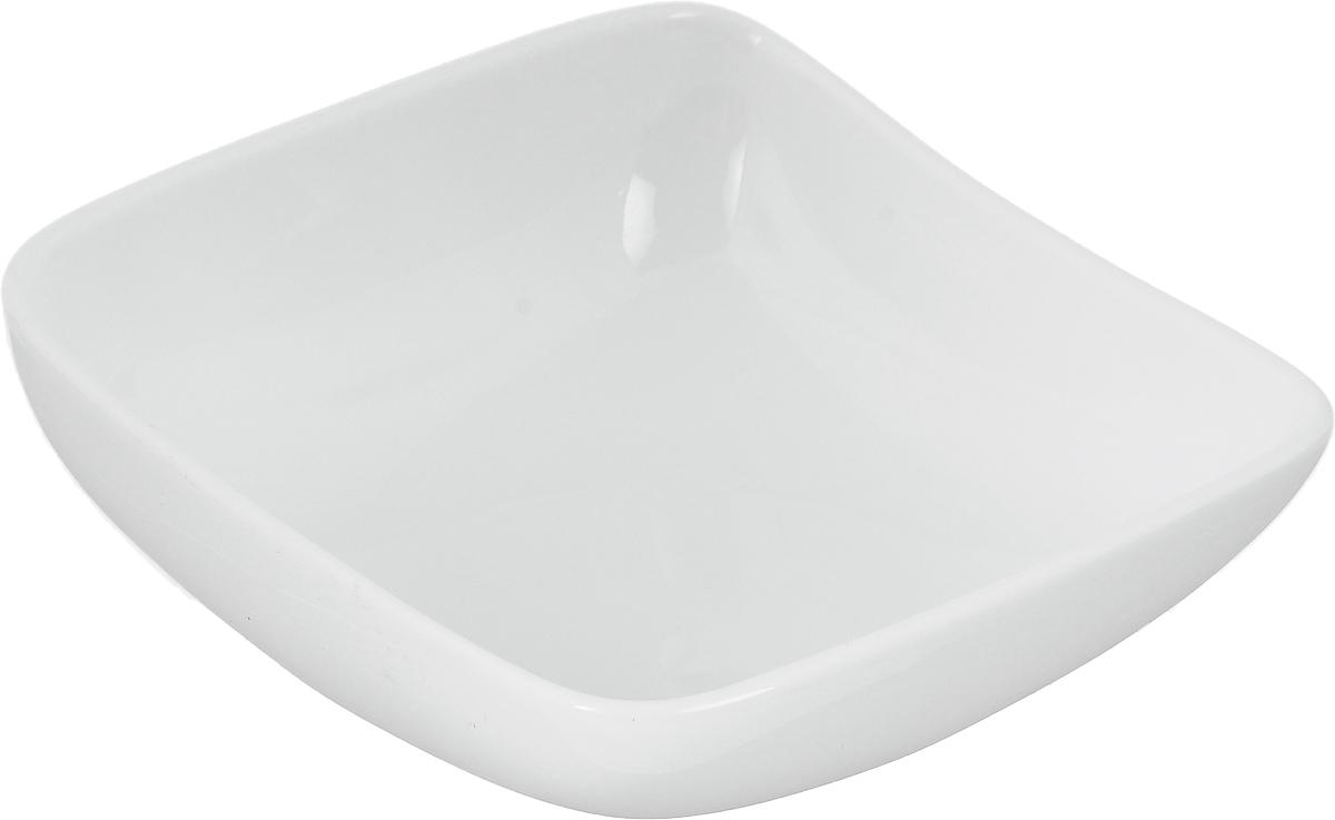Салатник Ariane Vital Square, 150 млAVSARN22010Салатник Ariane Vital Square, изготовленный из высококачественного фарфора с глазурованным покрытием, имеет приподнятый край и прекрасно подойдет для подачи различных блюд: закусок, салатов или фруктов. Такой салатник украсит ваш праздничный или обеденный стол.Можно мыть в посудомоечной машине и использовать в микроволновой печи.Размер салатника (по верхнему краю): 10,5 х 10,5 см.Максимальная высота салатника: 4,5 см.Объем салатника: 150 мл.