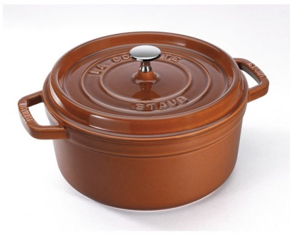 Кокот Staub, круглый, цвет: коричневый, 6,7 л11028806Изготовлена из чугуна, покрытого эмалью снаружи и внутри. Подходит для использования на всех типах плит и в духовке. Перед первым использованием снять этикетки, тщательно вымыть горячей водой с мыльным средством и высушить, затем нанести немного растительного масла на внутреннюю поверхность посуды, излишки масла удалить салфеткой. Мыть жидким моющим средством, без применения абразивных веществ и металлических губок. Пригодна для мытья в посудомоечной машине. При падении на твердую поверхность посуда может треснуть или разбиться. Металлические кухонные принадлежности могут повредить посуду. Избегать резкого нагревания и охлаждения, резкий перепад температуры может привести к повреждению посуды. Чтобы не обжечься, пользуйтесь прихватками.Адрес изготовителя:Zwilling Staub France S.A.S, 47 bis, rue des Vinaigriers, 75010 Paris, FRANCE (Цвиллинг Стауб Франс С.А.С 47 бис, ру де Винаигриерс, 75010 Париж, Франция) Уважаемые клиенты! Для сохранения свойств посуды из чугуна и предотвращения появления ржавчины чугунную посуду мойте только вручную, горячей или теплой водой, мягкой губкой или щёткой (не металлической) и обязательно вытирайте насухо. Для хранения смазывайте внутреннюю поверхность посуды растительным маслом, а перед следующим применением хорошо накалите посуду.