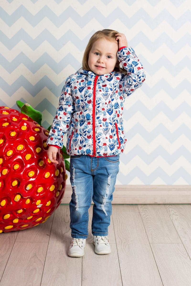 Куртка для девочки Sweet Berry Baby, цвет: белый. 712025. Размер 98712025Стильная стеганая куртка для девочки Sweet Berry, изготовленная из качественного материала с офригинальным принтом, станет отличным дополнением к гардеробу вашего ребенка. Утепленная модель с цельнокроеным капюшоном застегивается на молнию и дополнена двумя прорезными карманами на молниях. Край капюшона, манжеты рукавов и низ изделия дополнены мягкими окантовочными резинками контрастного цвета.