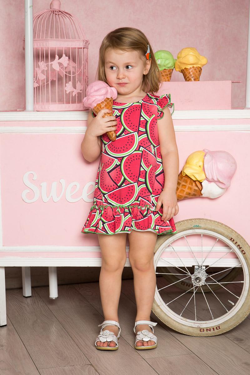 Платье для девочки Sweet Berry Baby, цвет: малиновый. 712090. Размер 80712090Яркое платье для девочки Sweet Berry выполнено из качественного эластичного хлопка. Модель свободного кроя с юбкой-воланом и рукавами-крылышками оформлена принтом с изображением арбузов и контрастной строчкой.