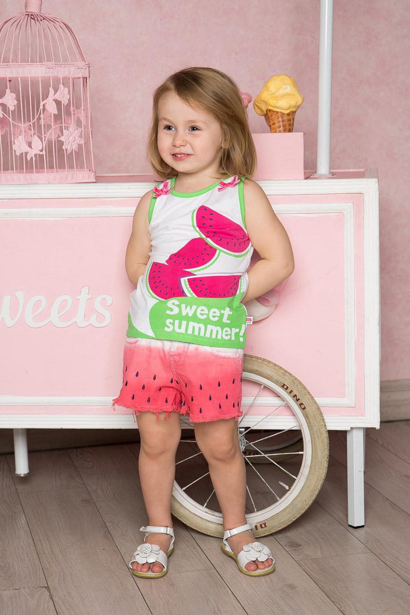 Топ для девочки Sweet Berry Baby, цвет: белый. 712115. Размер 92712115Яркий топ для девочки Sweet Berry, выполненный из качественного эластичного хлопка, станет отличным дополнением к детскому гардеробу. Модель без рукавов с круглым вырезом горловины оформлена оригинальным принтом, бантиками и стразами. Воротники проймы дополнены мягкой эластичной бейкой контрастного цвета.
