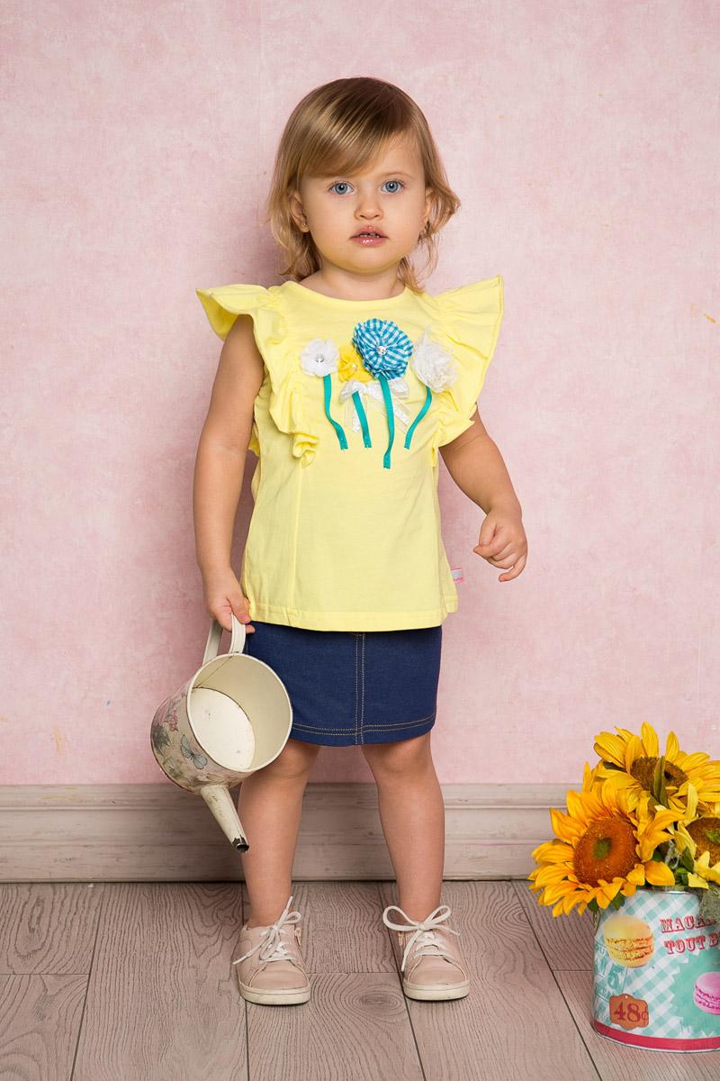 Футболка для девочки Sweet Berry Baby, цвет: желтый. 712014. Размер 86712014Яркая футболка для девочки Sweet Berry, выполненная из качественного эластичного хлопка, станет отличным дополнением к детскому гардеробу. Модель с круглым вырезом горловины оформлена воланами на плечах и объемной цветочной аппликацией. Воротник дополнен мягкой эластичной бейкой.