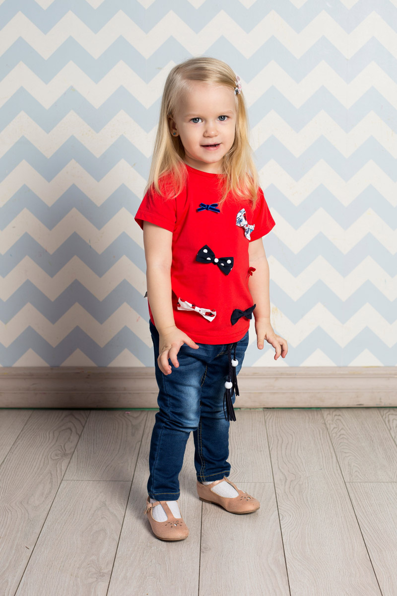 Футболка для девочки Sweet Berry Baby, цвет: красный, синий. 712064. Размер 86712064Яркая футболка для девочки Sweet Berry выполнена из качественного эластичного хлопка. Модель с круглым вырезом горловины и короткими рукавами-фонариками оформлена объемными бантиками. Воротник дополнен мягкой эластичной бейкой. На плече предусмотрены кнопки для легкого переодевания ребенка.