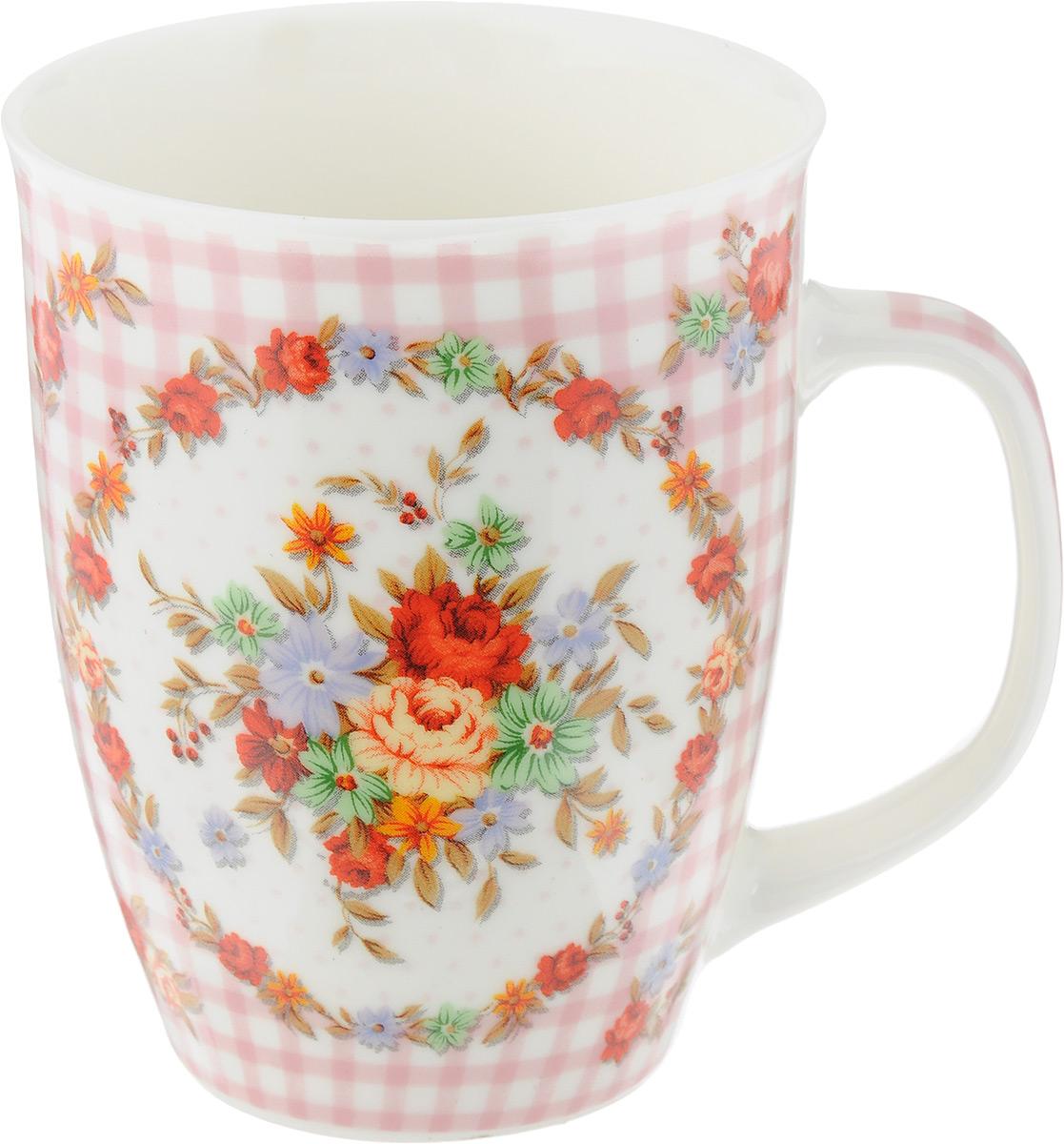 """Кружка Loraine """"Цветы"""" изготовлена из прочного качественного костяного фарфора. Изделие оформлено красочным изображением цветов. Благодаря своим термостатическим свойствам, изделие отлично сохраняет температуру содержимого - морозной зимой кружка будет согревать вас горячим чаем, а знойным летом, напротив, радовать прохладными напитками. Такой аксессуар создаст атмосферу тепла и уюта, настроит на позитивный лад и подарит хорошее настроение с самого утра. Это оригинальное изделие идеально подойдет в подарок близкому человеку. Диаметр (по верхнему краю): 8,2 см. Высота кружки: 10,5 см."""
