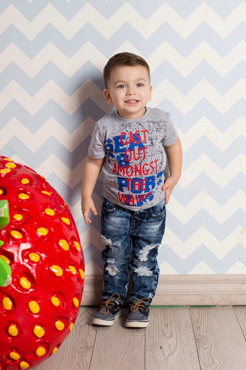 Футболка для мальчика Sweet Berry Baby, цвет: серый меланж. 711084. Размер 98711084Яркая футболка для мальчика Sweet Berry, выполненная из качественного эластичного хлопка, станет отличным дополнением к детскому гардеробу. Модель с круглым вырезом горловины оформлена оригинальным принтом. Воротник дополнен мягкой трикотажной резинкой.