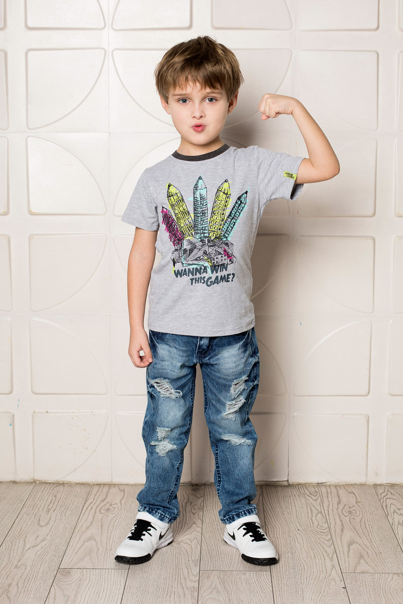 Футболка для мальчика Sweet Berry, цвет: серый меланж. 713110. Размер 122713110Яркая футболка для мальчика Sweet Berry, выполненная из качественного эластичного хлопка, станет отличным дополнением к детскому гардеробу. Модель с круглым вырезом горловины оформлена оригинальным принтом. Воротник дополнен мягкой трикотажной резинкой контрастного цвета.