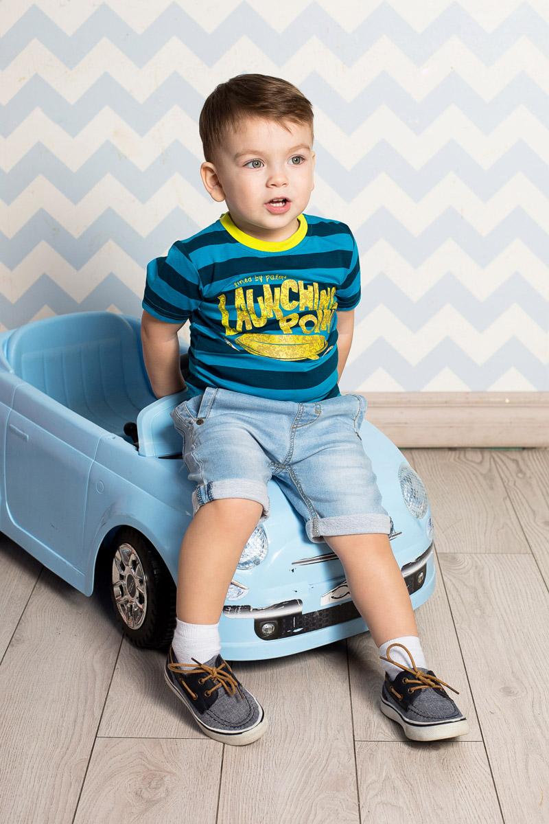 Футболка для мальчика Sweet Berry Baby, цвет: синий, голубой. 711019. Размер 92711019Яркая футболка для мальчика Sweet Berry, выполненная из качественного эластичного хлопка в крпную полоску, станет отличным дополнением к детскому гардеробу. Модель с круглым вырезом горловины оформлена оригинальным принтом. Воротник дополнен мягкой трикотажной резинкой контрастного цвета.