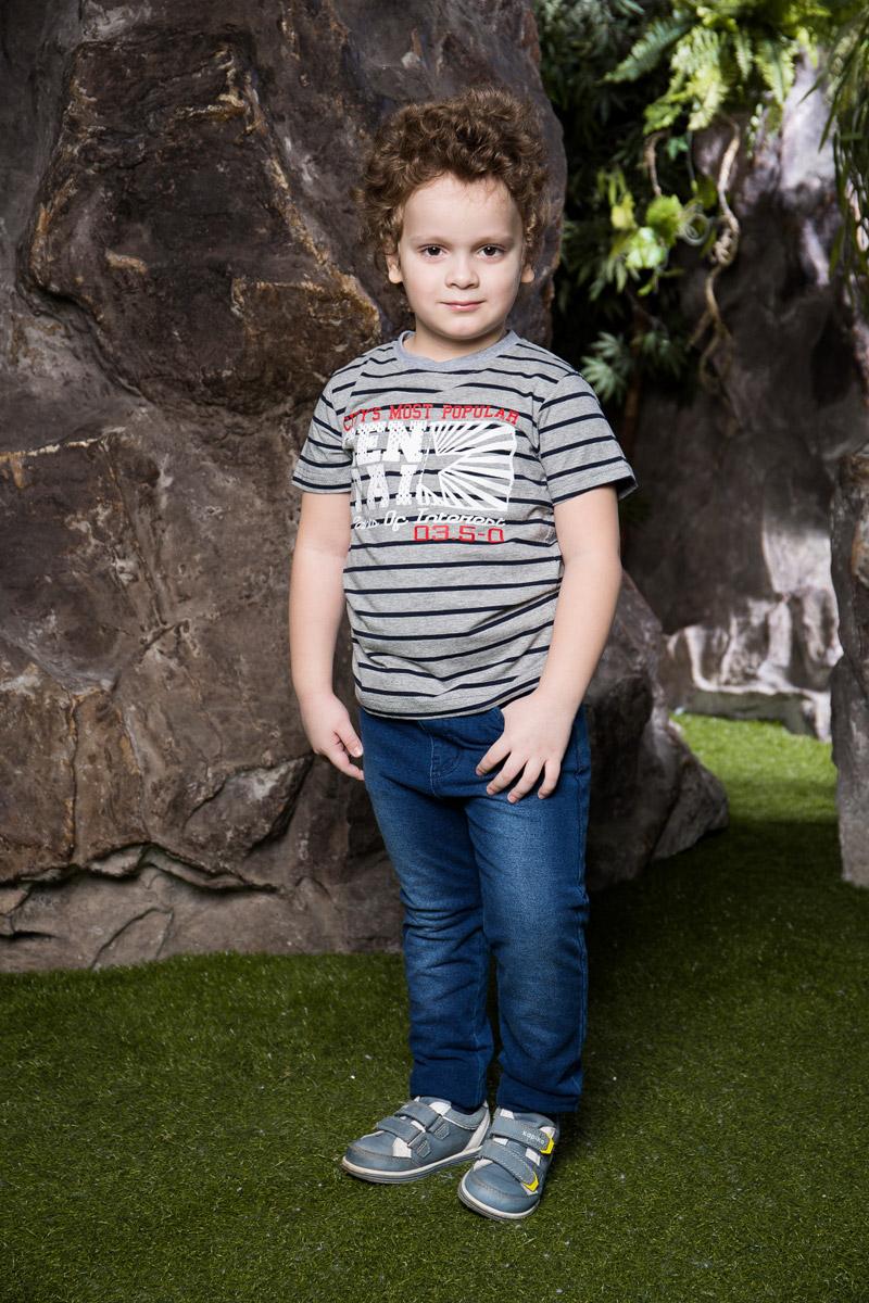 Футболка для мальчика Sweet Berry, цвет: синий. 713013. Размер 98713013Яркая футболка для мальчика Sweet Berry, выполненная из качественного эластичного хлопка в полоску, станет отличным дополнением к детскому гардеробу. Модель с круглым вырезом горловины оформлена оригинальным принтом. Воротник дополнен мягкой трикотажной резинкой.