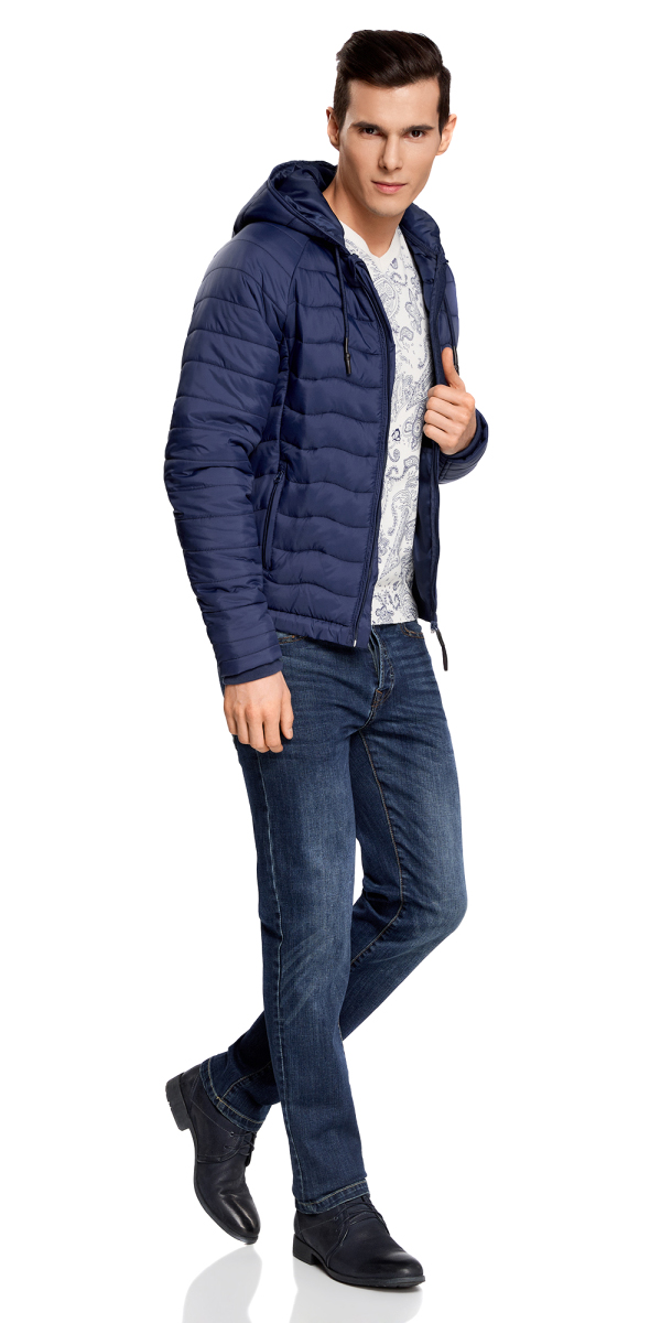 Куртка мужская oodji Lab, цвет: синий. 1L112024M/25278N/7500N. Размер XXL-182 (58/60-182)1L112024M/25278N/7500NМужская стеганая куртка oodji Lab выполнена из высококачественного материала. В качестве подкладки и утеплителя используется полиэстер. Модель с несъемным капюшоном застегивается на застежку-молнию. Капюшон дополнен по краю шнурком-кулиской. Рукава имеют внутренние эластичные манжеты. Спереди расположено два прорезных кармана на застежках-молниях.