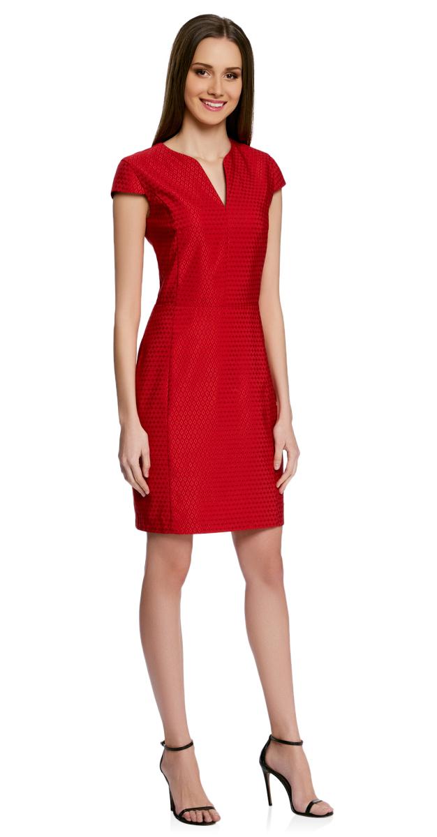 Платье oodji Collection, цвет: красный, черный. 21902060-2/46140/4529D. Размер 36-170 (42-170)21902060-2/46140/4529DПриталенное платье oodji Collection, выгодно подчеркивающее достоинства фигуры, выполнено из качественного трикотажа с принтом в мелкий горошек и вышивкой вокруг него. Модель средней длины с фигурным V-образным вырезом горловины и короткими рукавами-крылышками застегивается на скрытую застежку-молнию на спинке.
